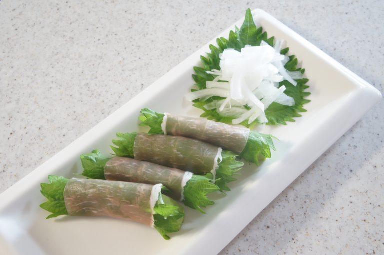 簡単おつまみ大葉レシピ!5分でできる大葉とアボカドの生ハム巻き