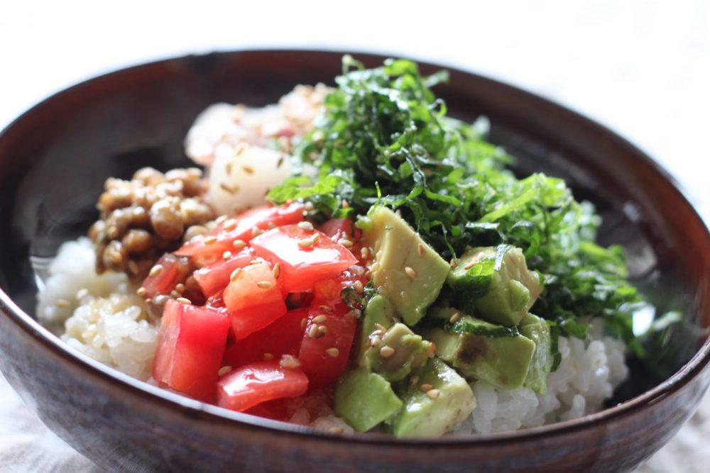 抗菌作用で食中毒予防の大葉レシピ!大葉でさっぱりネバトロ海鮮丼