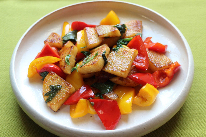 彩鮮やかな大葉レシピ!大葉と長芋のバター醤油炒め