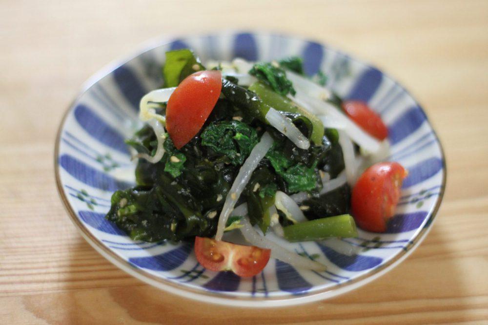 大葉をたっぷり食べられるレシピ!茹で大葉と生わかめのさっぱり和え