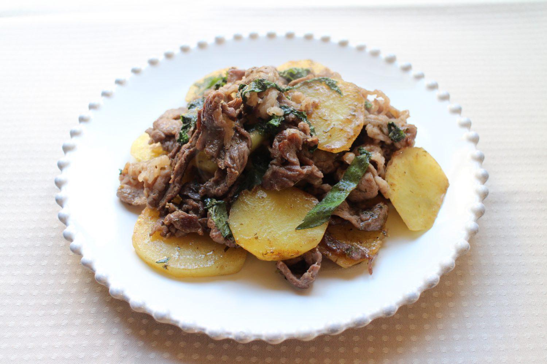 ドレッシングで味付け簡単大葉レシピ!牛肉とじゃがいもの大葉炒め