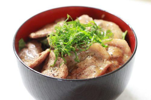さっぱり食べれる 大葉塩ダレで作るガッツリ豚丼