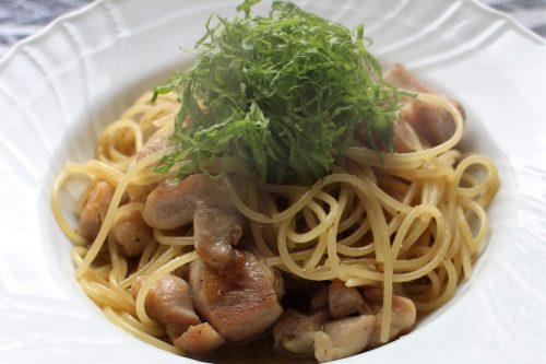 さっぱり和風な大葉レシピ!大葉と鶏肉の柚子こしょうパスタ