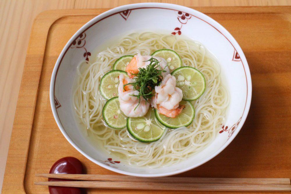 食欲がない時でも食べやすい大葉レシピ!大葉風味のえびにゅうめん
