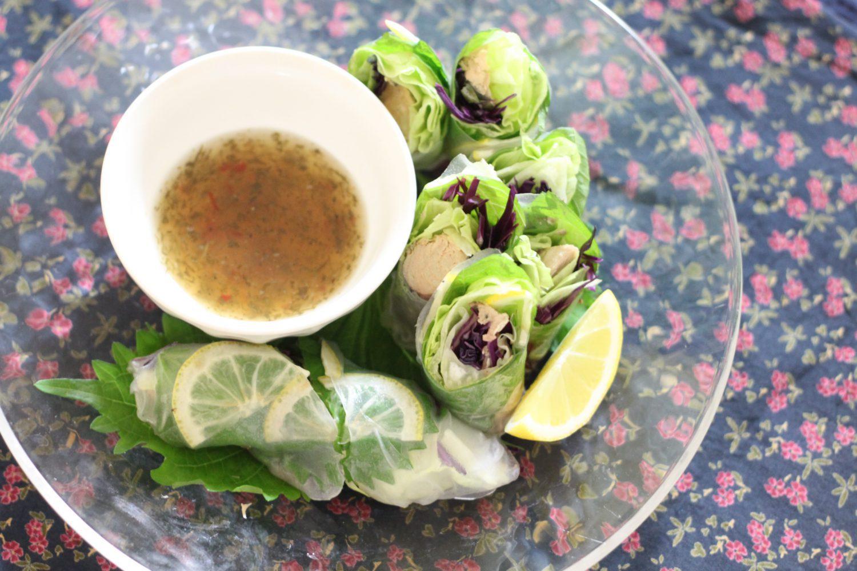 エスニックなおつまみ大葉レシピ!大葉とサバ缶の生春巻き