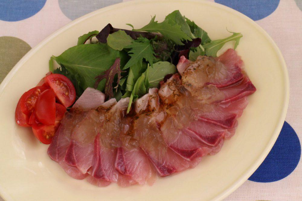 お刺身がおしゃれに変身大葉レシピ!ぶりのお刺身サラダ大葉ジュレ