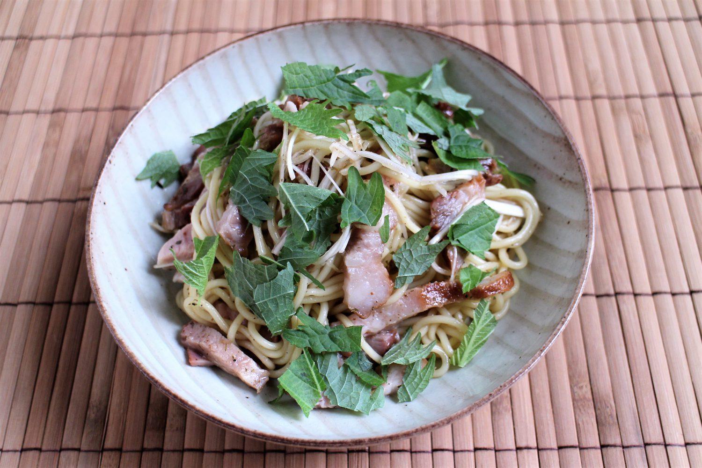 ピリッと花椒のきいた大葉レシピ!大葉とチャーシューの和え麺