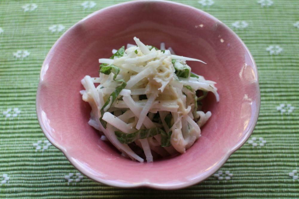 大根に大葉の緑が鮮やかな大葉レシピ!大根とホタテの大葉和え