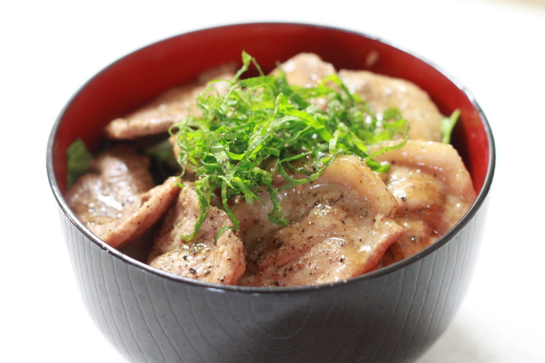さっぱり食べれる大葉レシピ 大葉塩ダレで作るガッツリ豚丼
