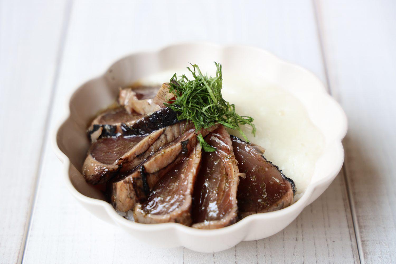 カツオのたたきの漬け丼 大葉レシピ
